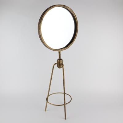 Spiegel op poten